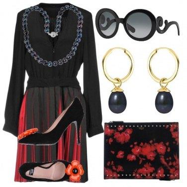 Outfit Total look grigio perla e rosso corallo