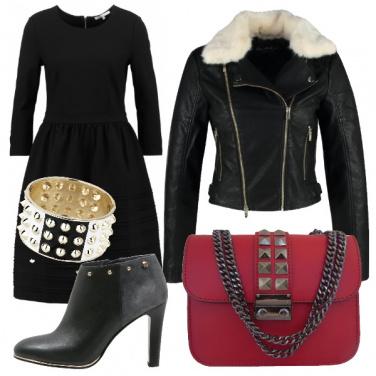 Outfit Total black con un tocco di rosso