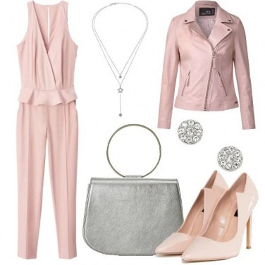 Outfit Trendy in jumpsuit e chiodo