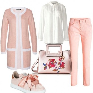 Outfit Bianco e pesca
