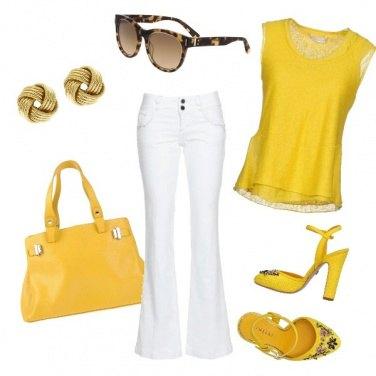 Outfit Giallo come.....il sole...