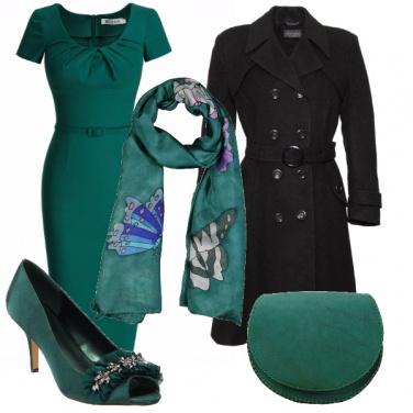 Outfit Verde smeraldo intenso e misterioso