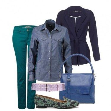 Outfit Blu e verde brillante