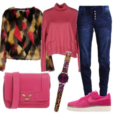 Outfit Ecopelliccia e sneakers