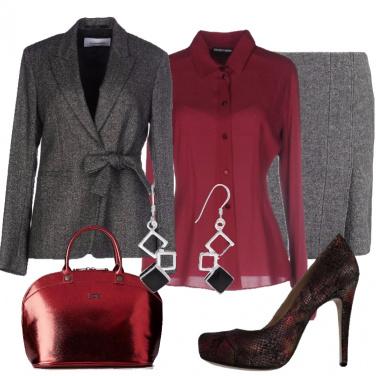 Outfit Elegante in grigio e burgundy