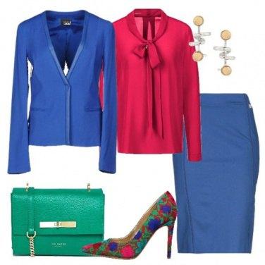 Outfit Tubino e camicetta con il fiocco