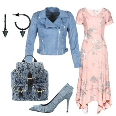 Outfit Vestito floreale e zainetto in pizzo