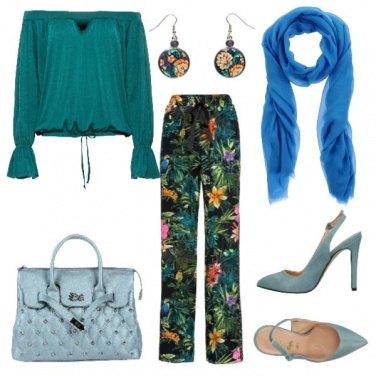 Outfit Pantaloni lunghi e accessori azzurri