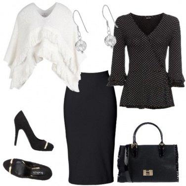 Outfit Raffinata col poncho bianco