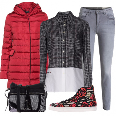 Outfit Disinvolta in grigio e rosso