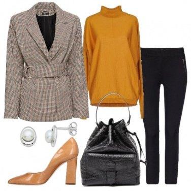 Outfit Blazer a quadri e pantalone nero