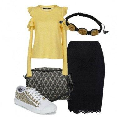 Outfit Il tubino nero e sneakers