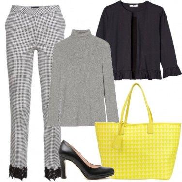 Outfit Grigio e giallo