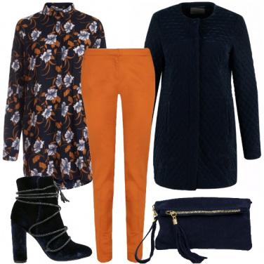 Outfit Chic in blu e arancio