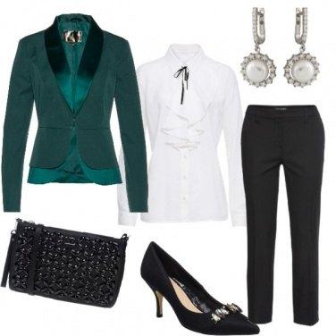 Outfit Giacca verde con profili in raso