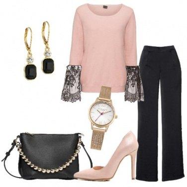 Outfit Pullover con pizzo e pantalone nero