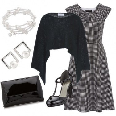 Outfit Mantella nera e quadretti vichy