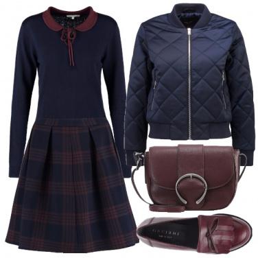 Outfit Blu e burgundy in stile collegiale