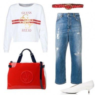 Outfit Jeans a vita alta e felpa