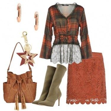 Outfit Minigonna scamosciata e blusa scozzese
