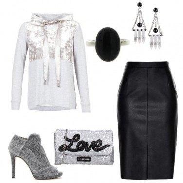Outfit Felpa e tacchi
