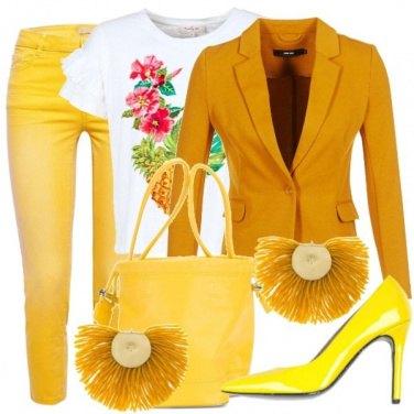 Outfit Giallo in ufficio