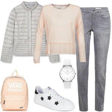 Outfit Zainetto e sneakers con stelle