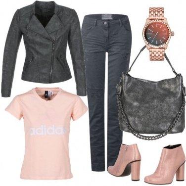 Outfit Rosa romantico e grigio rock
