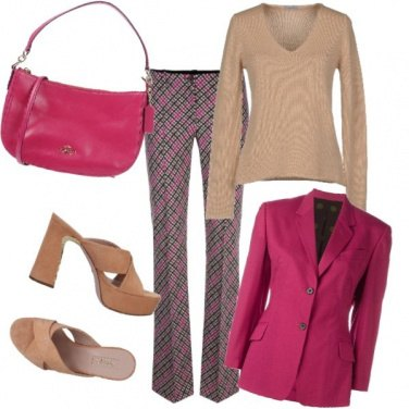 Outfit Beige & fucsia