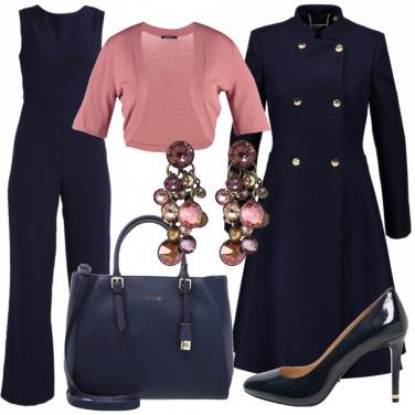 Outfit Un ufficio in blu e rosa