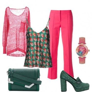 Outfit Verde e rosa a contrasto