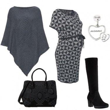 Outfit Abito geometrico e mantella