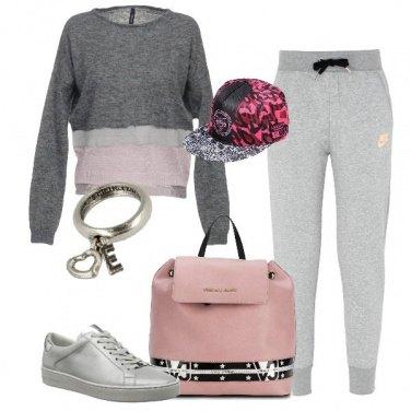 Outfit Griffata in grigio e rosa