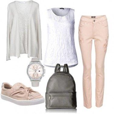 Outfit Intramontabile rosa e grigio