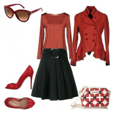 Outfit Gonna nera e accessori rossi