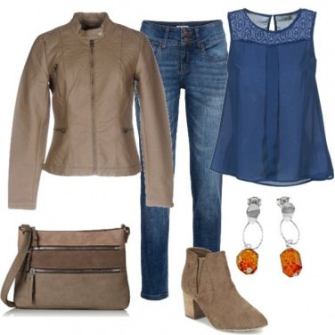 Outfit Jeans blu e beige