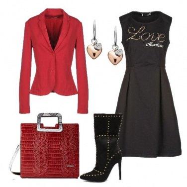 Outfit Vestito nero giacca rossa