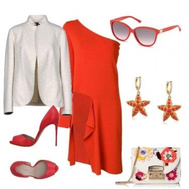 Outfit Abito rosso asimmetrico