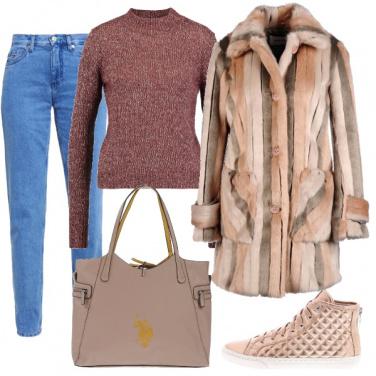 Outfit Pelliccia e sneakers