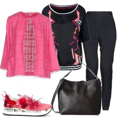Outfit Sneakers con piume