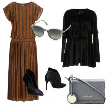 Outfit L\'abito a righe verticali