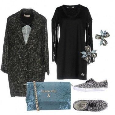 Outfit Abito con le frange e cappotto