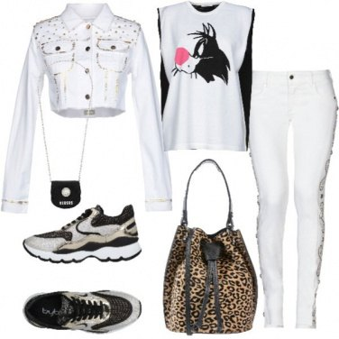 Outfit Sneakers borchie e stampe feline