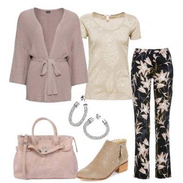 Outfit Pantalone floreale cardigan a kimono