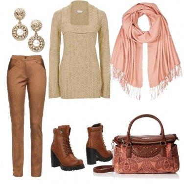 Outfit Maxi maglia beige collo quadrato