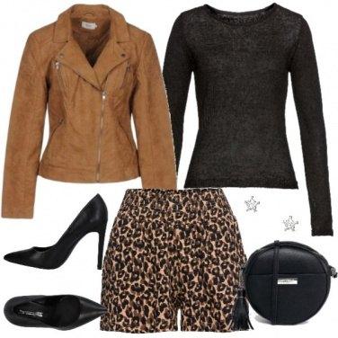 Outfit Shorts e décolleté