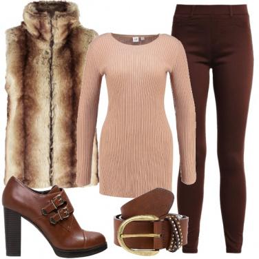 Outfit Uno stile casual con dettagli chic