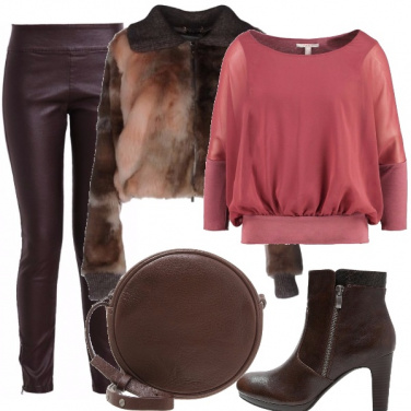 Outfit In marrone e rosa