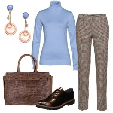 Outfit Il dolcevita azzurro cielo