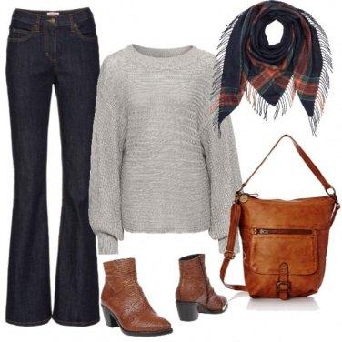 Outfit Jeans flare e stivaletti